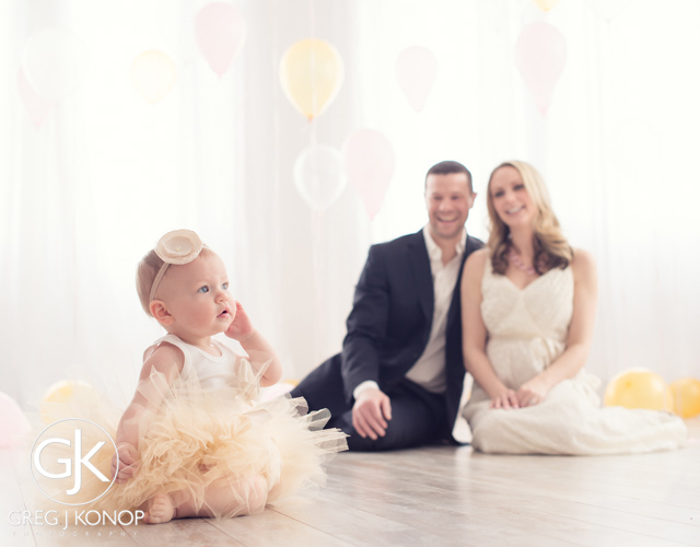 first birthday portraiture with family and parents with balloons taken in studio with greg j konop photography_03