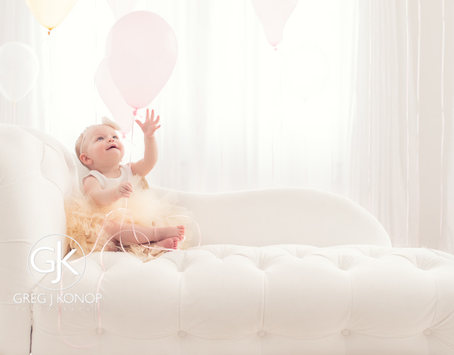 first birthday portraiture with family and parents with balloons taken in studio with greg j konop photography_06